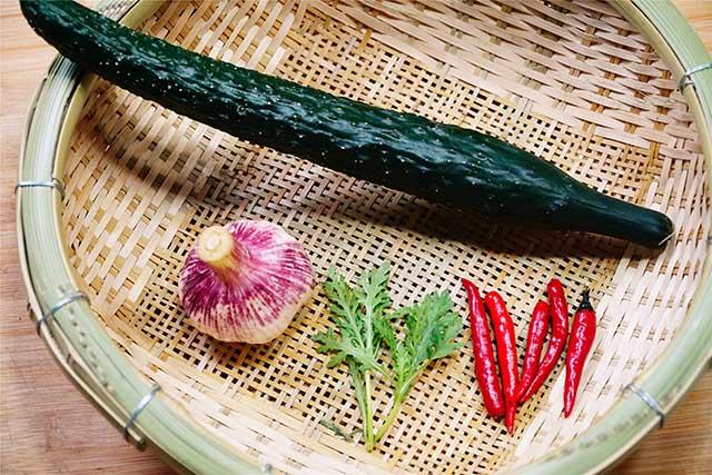 5 phút biến tấu món salad dưa leo chim công đẹp ngon hết sảy - Ảnh 1