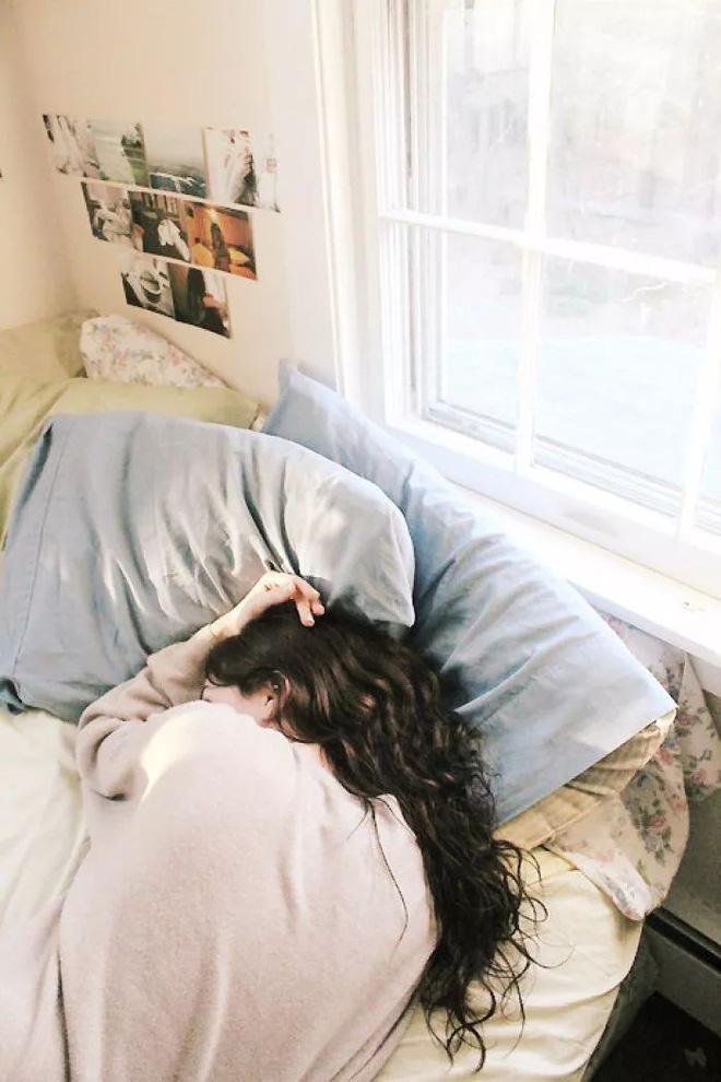 Sửa ngay những thói quen tai hại khiến da bạn lão hóa nhanh chỉ sau một đêm - Ảnh 4