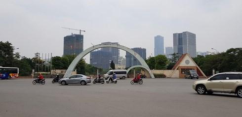 Vụ 'xẻ thịt' công viên Cầu Giấy: Quận Cầu Giấy báo cáo gì lên TP Hà Nội? - Ảnh 1