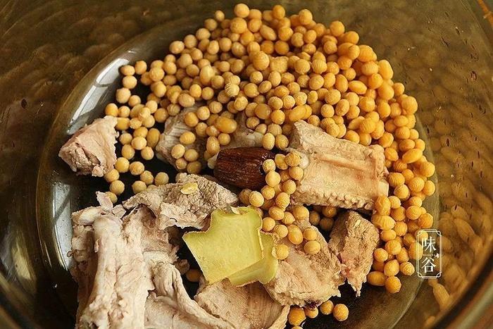 Cách làm món canh mướp đắng nấu sườn đậu nành vừa giải nhiệt ngày nắng - Ảnh 1
