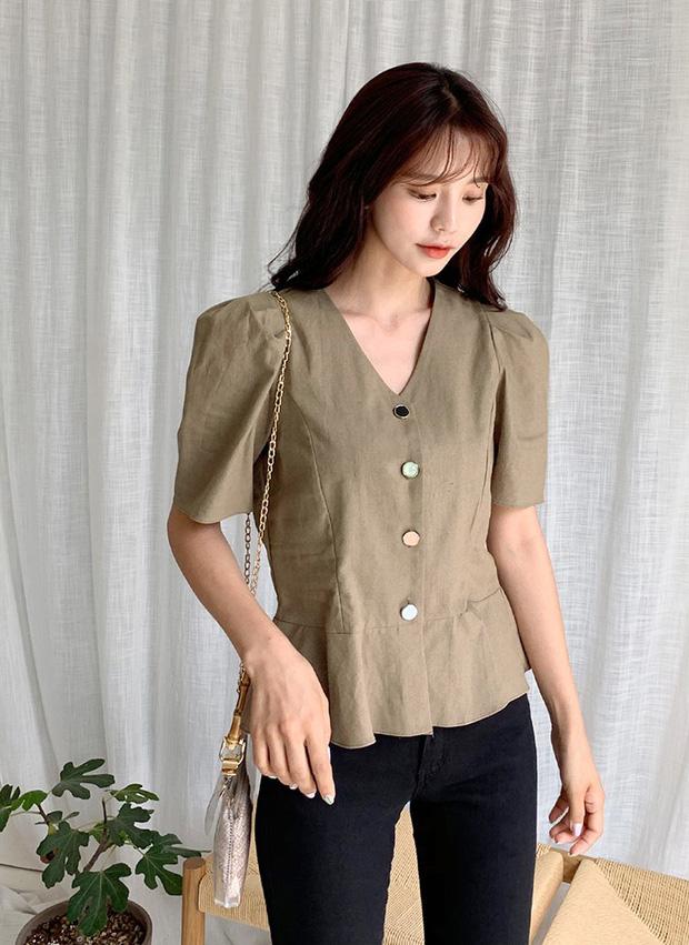 """4 mẫu áo blouse chống chỉ định chị em diện đi làm bởi kiểu thì hở hang quá, kiểu thì """"bô nhếch"""" kém sang - Ảnh 12"""