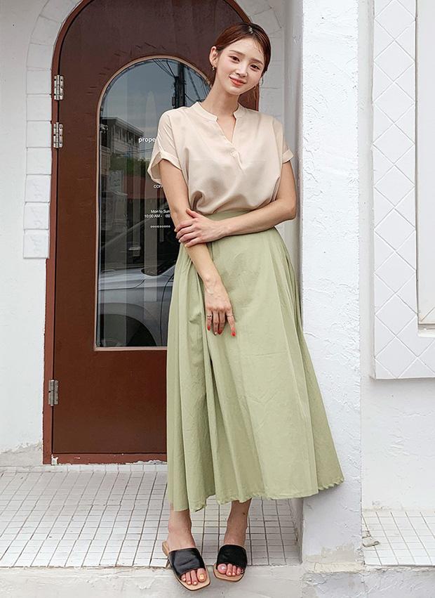 """4 mẫu áo blouse chống chỉ định chị em diện đi làm bởi kiểu thì hở hang quá, kiểu thì """"bô nhếch"""" kém sang - Ảnh 9"""