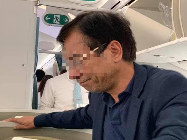 Phạt khách thương gia bị tố sàm sỡ trên máy bay 10 triệu đồng - Ảnh 1