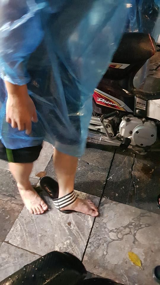 Chàng trai gặp tai nạn dở khóc dở cười khi 'đi bão' chúc mừng đội tuyển Olympic Việt Nam - Ảnh 1