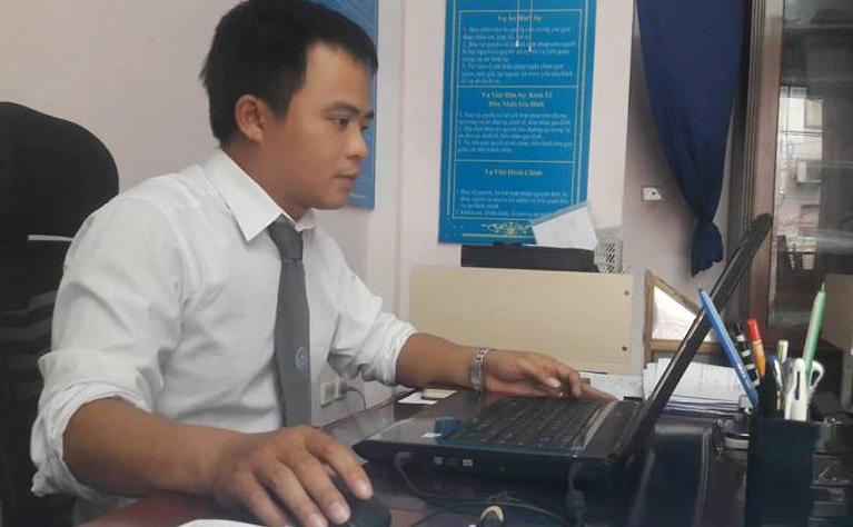 Cụ bà 72 tuổi ở Hà Nội đâm đơn ly hôn vì chồng mang tiền cho gái mát xa - Ảnh 1