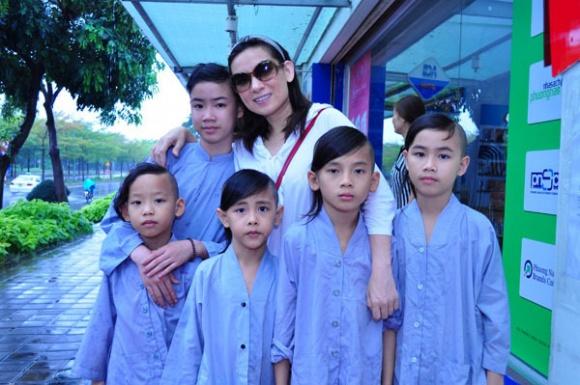 Phi Nhung tiết lộ: 'Bây giờ tôi muốn lấy chồng lắm rồi, khán giả cần phải giải nghiệp cho tôi' - Ảnh 5