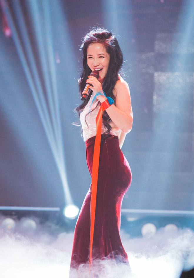 Sau chia tay chồng Tây, Hồng Nhung U50 gây choáng vì quá sexy - Ảnh 1