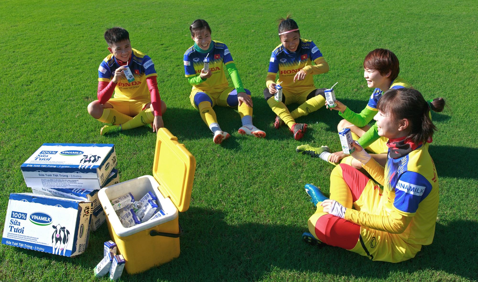 Vinamilk trao thưởng chúc mừng đội tuyển bóng đá nữ quốc gia vô địch Đông Nam Á 2019 - Ảnh 8