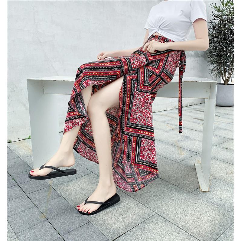 Những kiểu chân váy họa tiết xinh yêu giúp nàng thêm duyên dáng - Ảnh 16