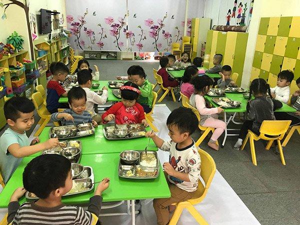 """Con biếng ăn lại nói """"Cơm ở trường ngon, ăn 2 bát"""", mẹ nhìn ảnh bữa trưa thì hoang mang - Ảnh 3"""