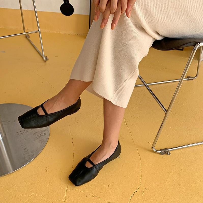 Giày mũi vuông - item mới nổi sở hữu quyền năng thăng hạng phong cách, bạn nỡ lòng nào không sắm ngay 1 đôi? - Ảnh 5
