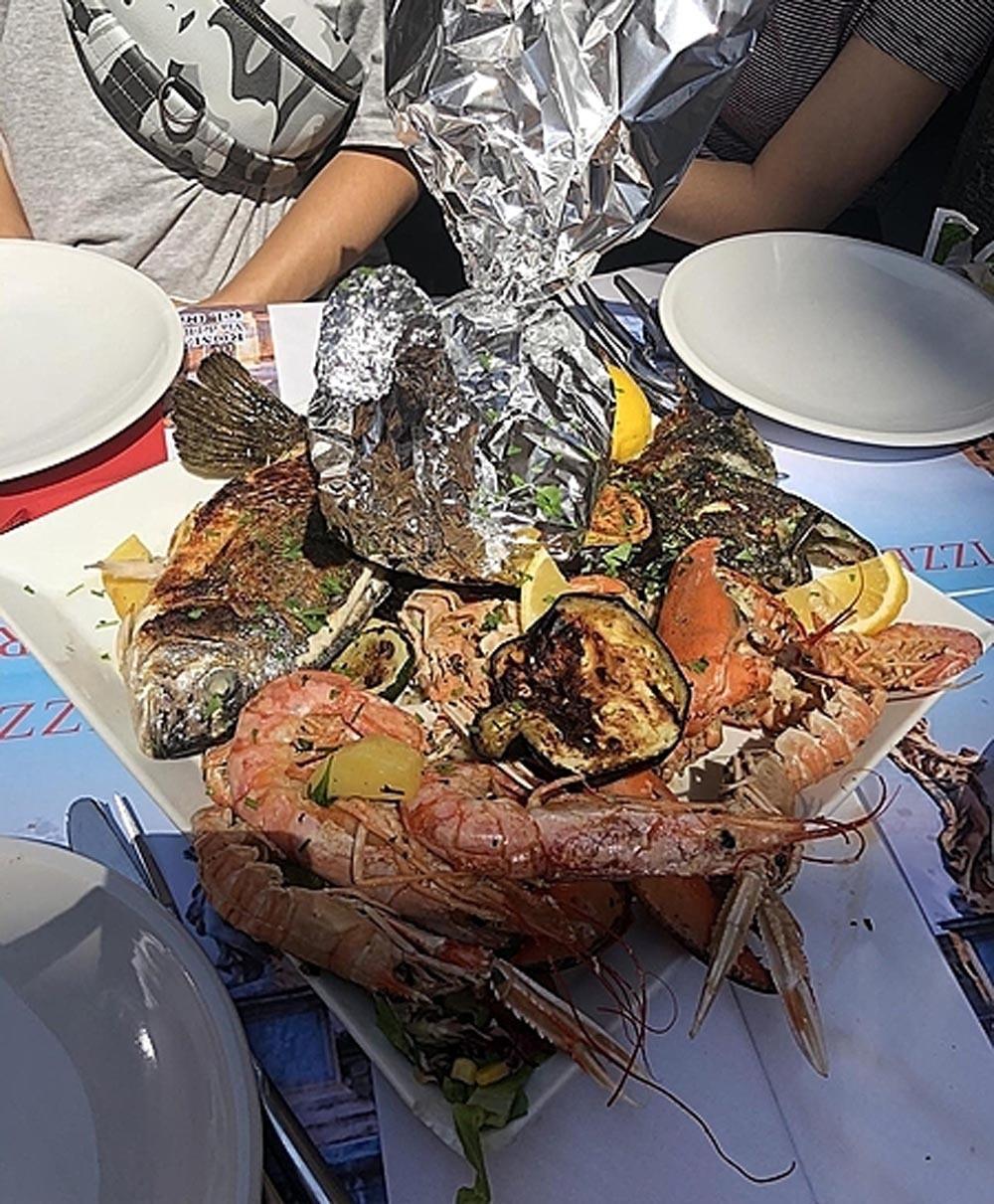Thử 1 lạng , khách Việt bị nhà hàng ép trả tiền gần 5 kg hải sản - Ảnh 2