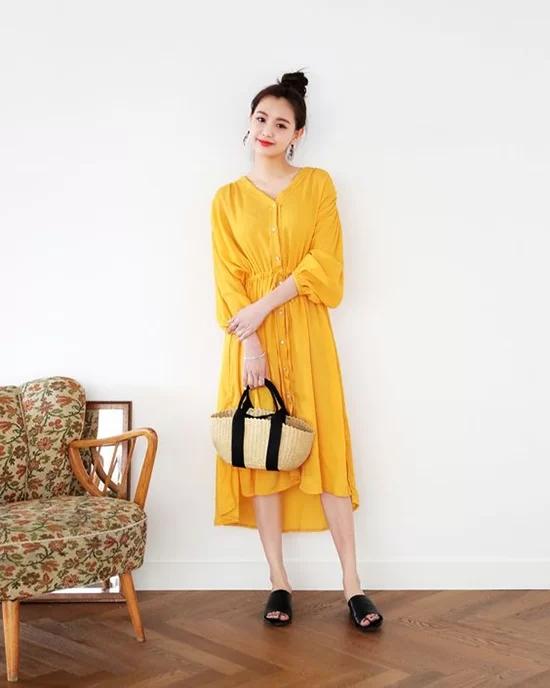 Váy áo màu nổi cho mùa thu - Ảnh 1