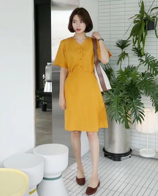 Váy áo màu nổi cho mùa thu - Ảnh 2