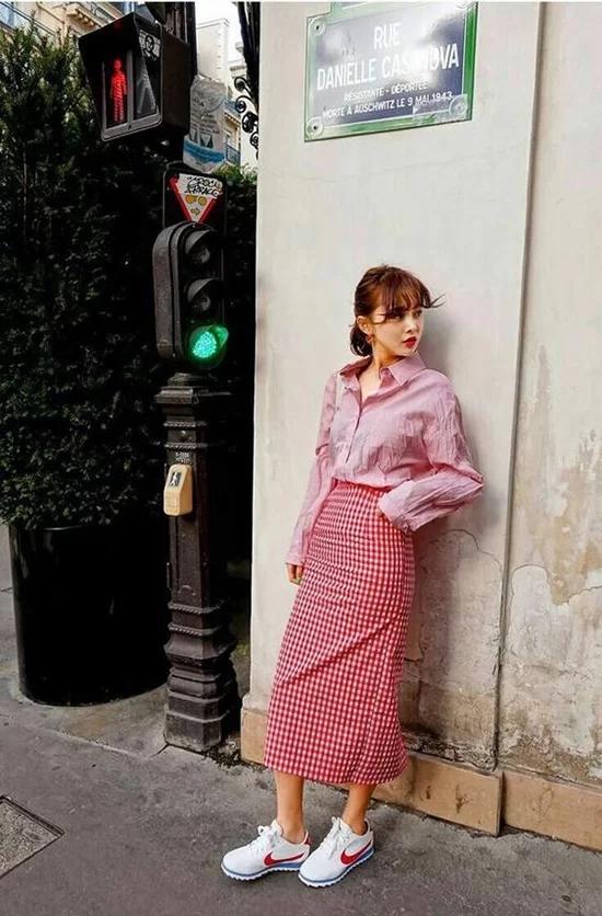 Váy áo màu nổi cho mùa thu - Ảnh 12