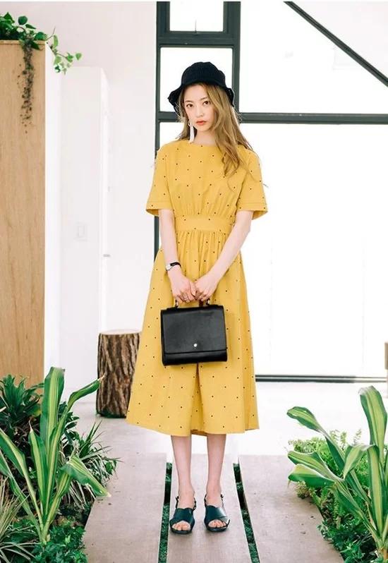 Váy áo màu nổi cho mùa thu - Ảnh 3