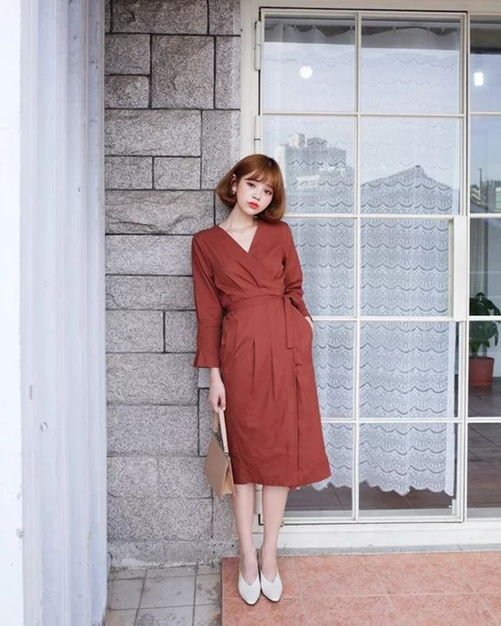 Váy áo màu nổi cho mùa thu - Ảnh 4