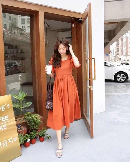 Váy áo màu nổi cho mùa thu - Ảnh 9
