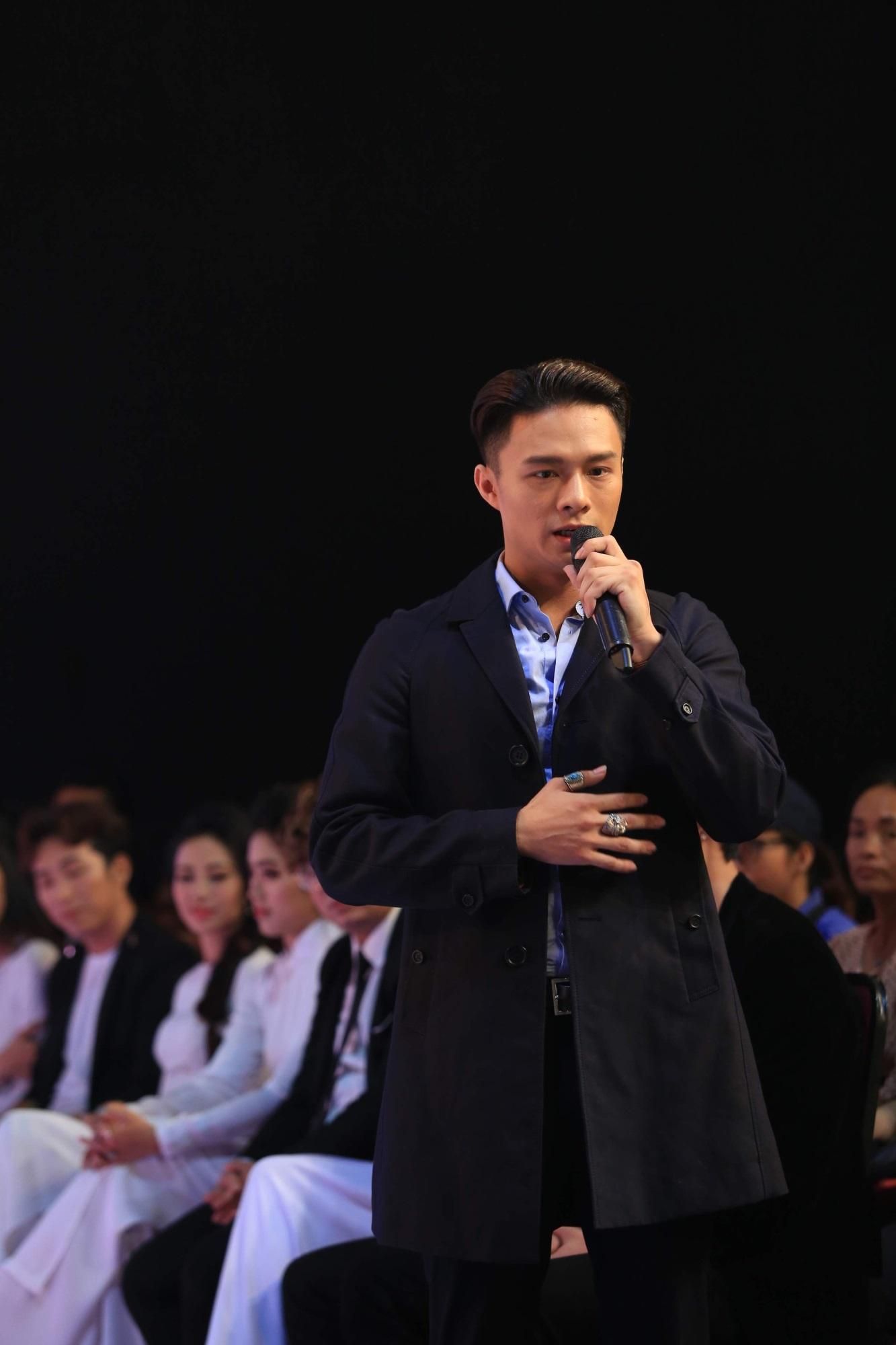 Phi Nhung cúi đầu xin lỗi vì đi muộn họp báo show hơn 1 tiếng đồng hồ - Ảnh 2