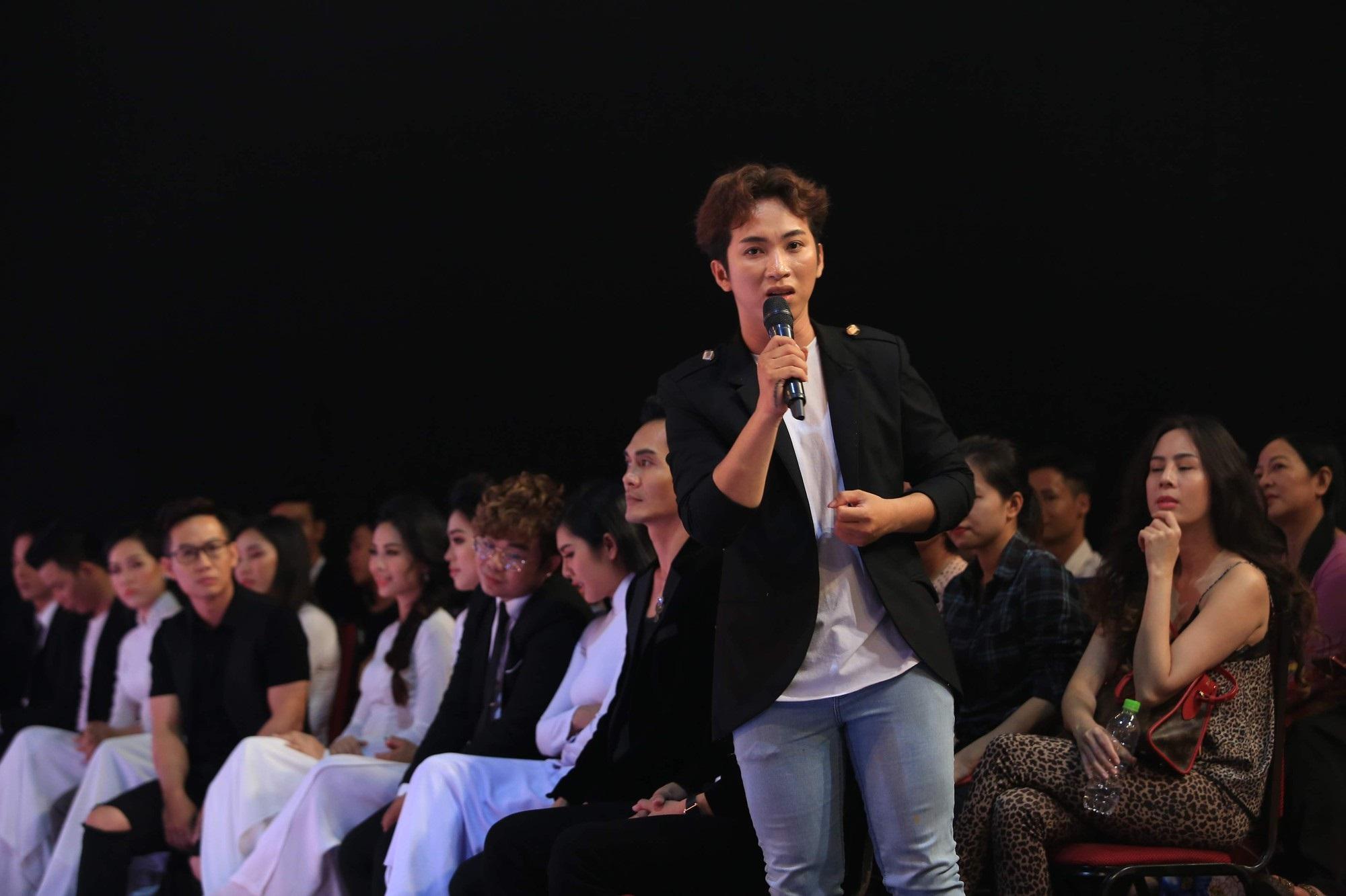 Phi Nhung cúi đầu xin lỗi vì đi muộn họp báo show hơn 1 tiếng đồng hồ - Ảnh 3