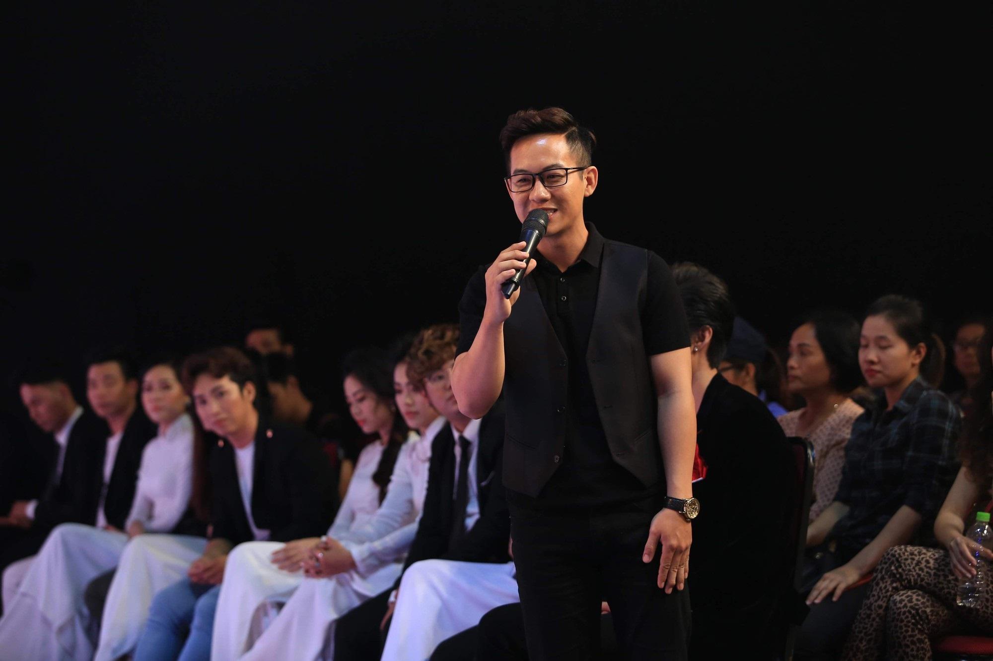 Phi Nhung cúi đầu xin lỗi vì đi muộn họp báo show hơn 1 tiếng đồng hồ - Ảnh 4
