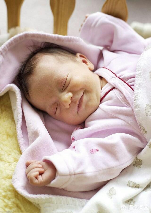 Bé gái 4 tháng tuổi chết thương tâm do mẹ mặc quần áo kiểu này cho con, quá nhiều người đang mắc - Ảnh 2