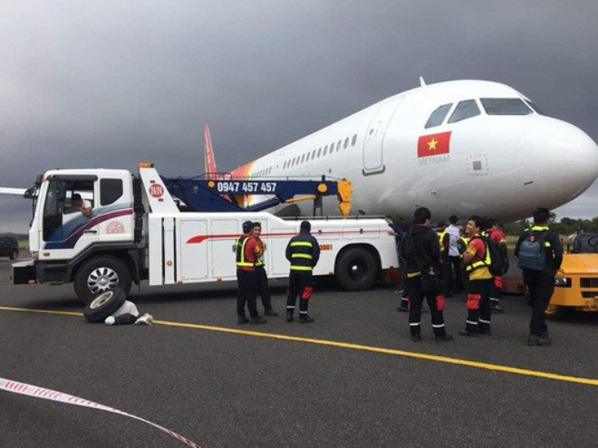 Hơn 2 ngày sau vụ máy bay rơi mất 2 bánh khi hạ cánh, Vietjet chính thức gửi lời xin lỗi - Ảnh 2