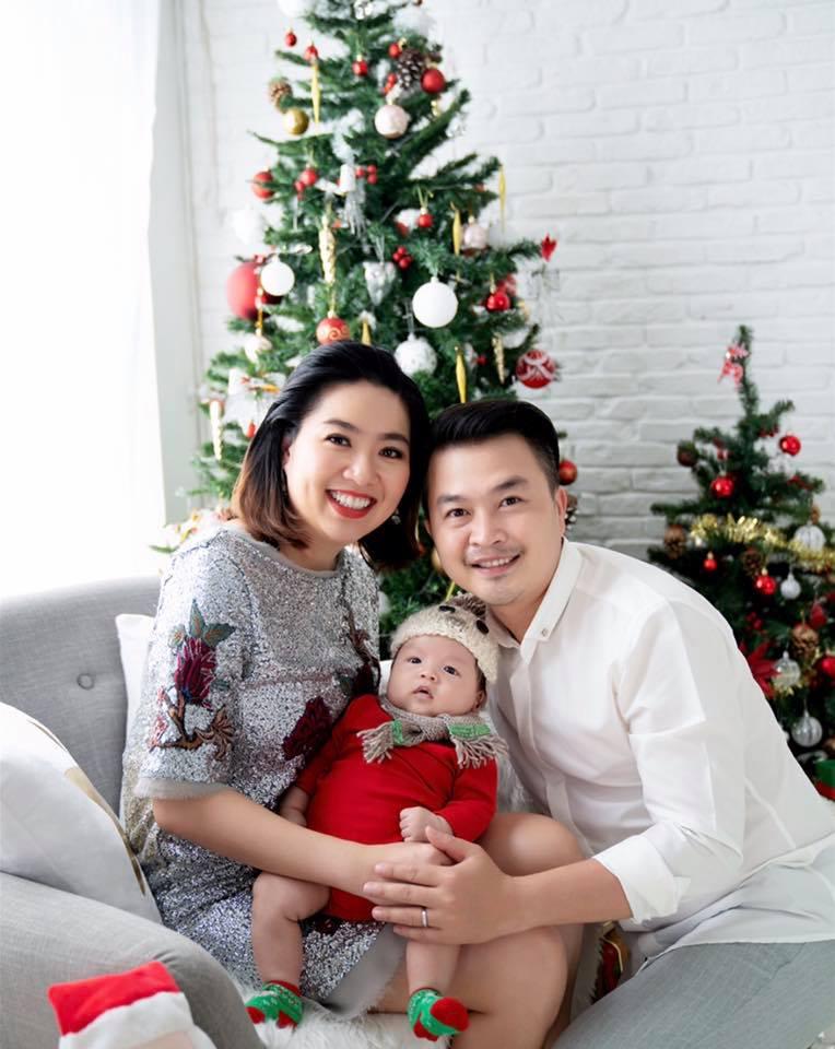 Gần 3 tháng sau sinh, Lê Khánh khiến fan 'rụng tim' khi tung bộ ảnh gia đình ngọt ngào - Ảnh 2