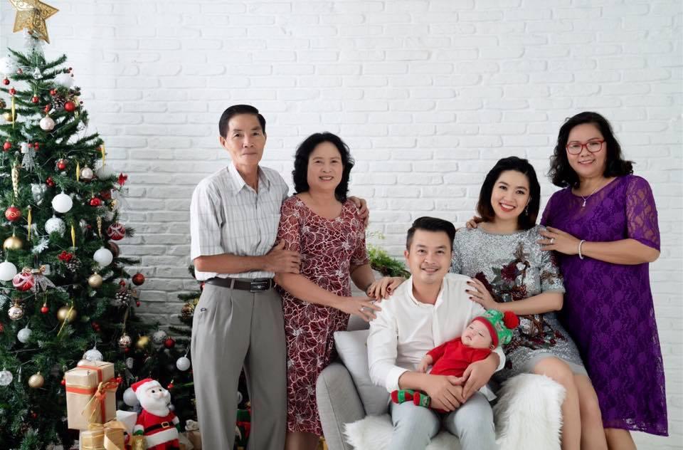 Gần 3 tháng sau sinh, Lê Khánh khiến fan 'rụng tim' khi tung bộ ảnh gia đình ngọt ngào - Ảnh 3