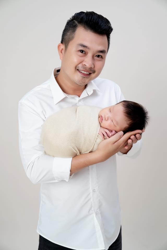 Gần 3 tháng sau sinh, Lê Khánh khiến fan 'rụng tim' khi tung bộ ảnh gia đình ngọt ngào - Ảnh 7