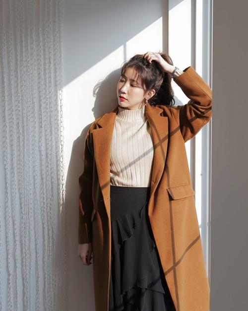 5 kiểu mặc layer với áo len để nàng công sở vừa ấm vừa xinh - Ảnh 1