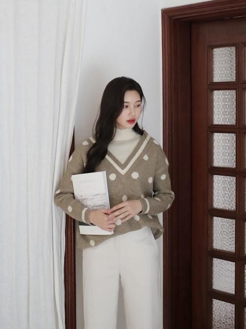 5 kiểu mặc layer với áo len để nàng công sở vừa ấm vừa xinh - Ảnh 2