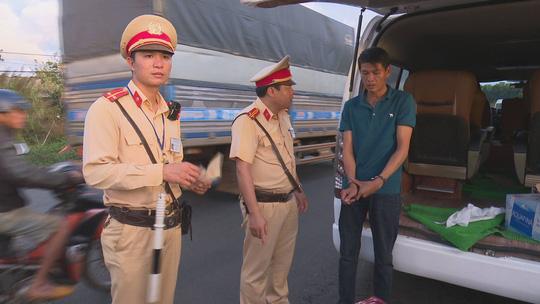 Bị phát hiện chở pháo lậu, đòi hối lộ CSGT 100 triệu đồng - Ảnh 3
