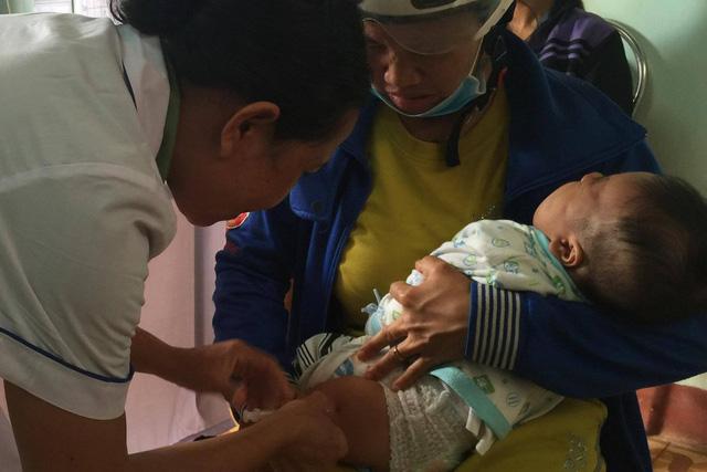 Chuyên gia nói gì về phản ứng nặng sau tiêm vaccine mới ComBE Five sắp tiêm toàn quốc? - Ảnh 1