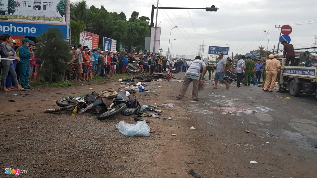 Hai gương mặt của tài xế xe container tông hàng chục người ở Long An - Ảnh 2
