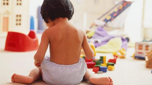 Hậu quả khôn lường từ tư thế ngồi vô cùng phổ biến ở trẻ nhỏ - Ảnh 1