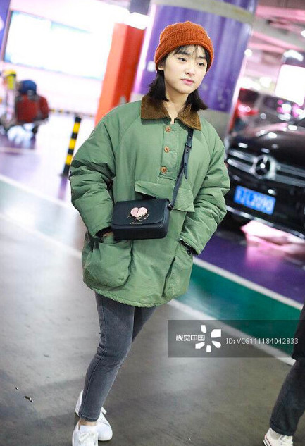 Sau sự cố photoshop quá đà, Thẩm Nguyệt tiếp tục gây thất vọng khi xuất hiện 'quê mùa' tại sân bay - Ảnh 6
