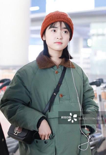 Sau sự cố photoshop quá đà, Thẩm Nguyệt tiếp tục gây thất vọng khi xuất hiện 'quê mùa' tại sân bay - Ảnh 7