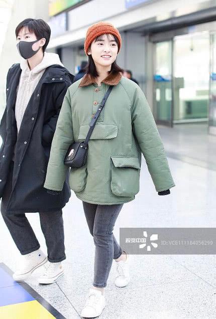 Sau sự cố photoshop quá đà, Thẩm Nguyệt tiếp tục gây thất vọng khi xuất hiện 'quê mùa' tại sân bay - Ảnh 8