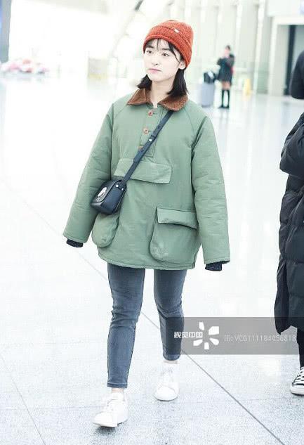 Sau sự cố photoshop quá đà, Thẩm Nguyệt tiếp tục gây thất vọng khi xuất hiện 'quê mùa' tại sân bay - Ảnh 3