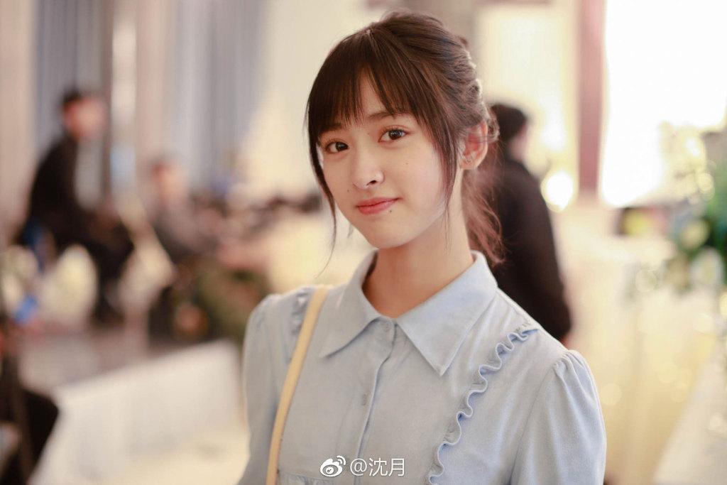 Sau sự cố photoshop quá đà, Thẩm Nguyệt tiếp tục gây thất vọng khi xuất hiện 'quê mùa' tại sân bay - Ảnh 1