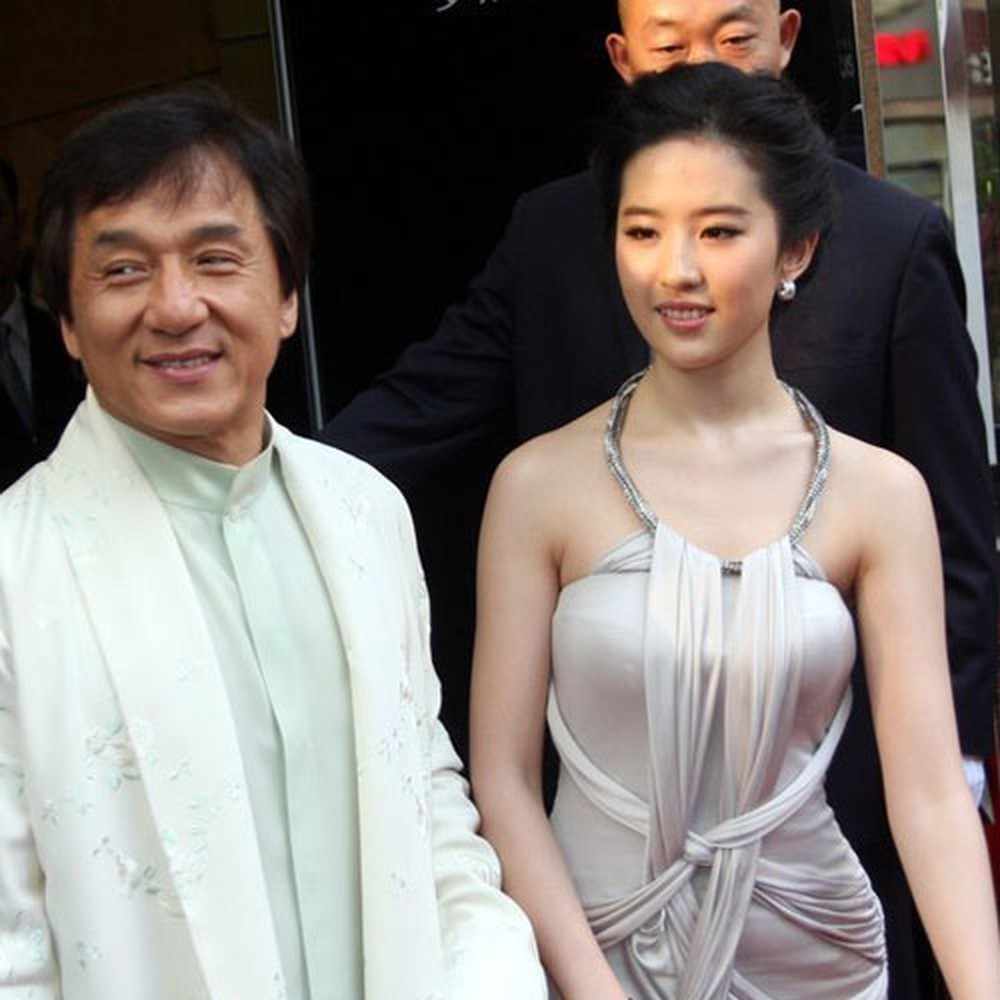 Thực hư thông tin Lưu Diệc Phi phá thai khi mới 15 tuổi, cha đứa bé là Thành Long - Ảnh 2