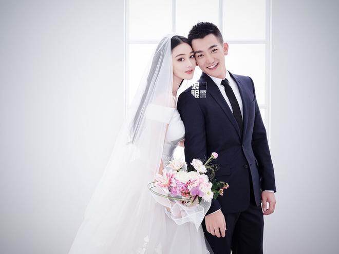 Tình địch của Phạm Băng Băng khiến fan bấn loạn khi khoe chồng 'soái ca' ngày đầu năm mới - Ảnh 7