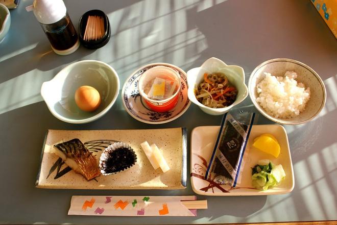Con gái Nhật ngày Tết chẳng cần ăn kiêng mà dáng vẫn đẹp là nhờ duy trì những nguyên tắc ăn uống sau - Ảnh 3