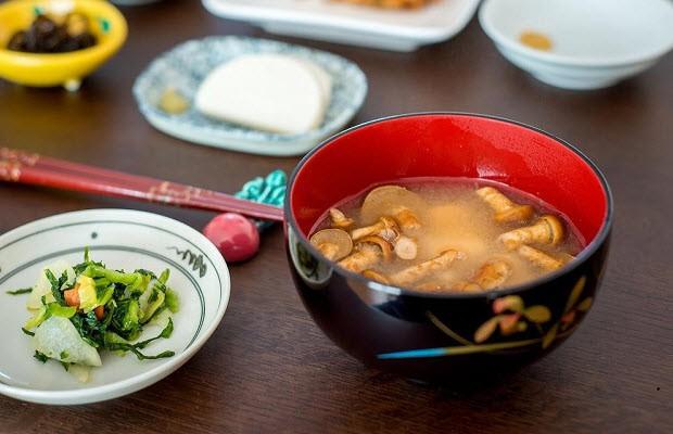 Con gái Nhật ngày Tết chẳng cần ăn kiêng mà dáng vẫn đẹp là nhờ duy trì những nguyên tắc ăn uống sau - Ảnh 4