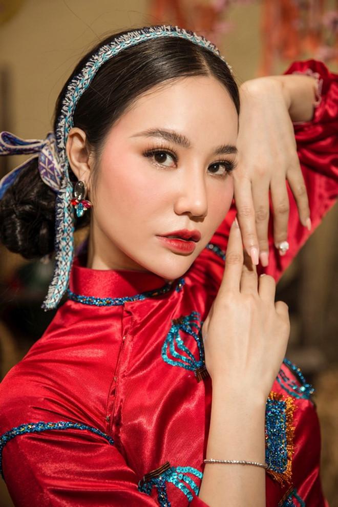 Lung linh trong tà áo dài với cách trang điểm học hỏi từ sao Việt - Ảnh 10
