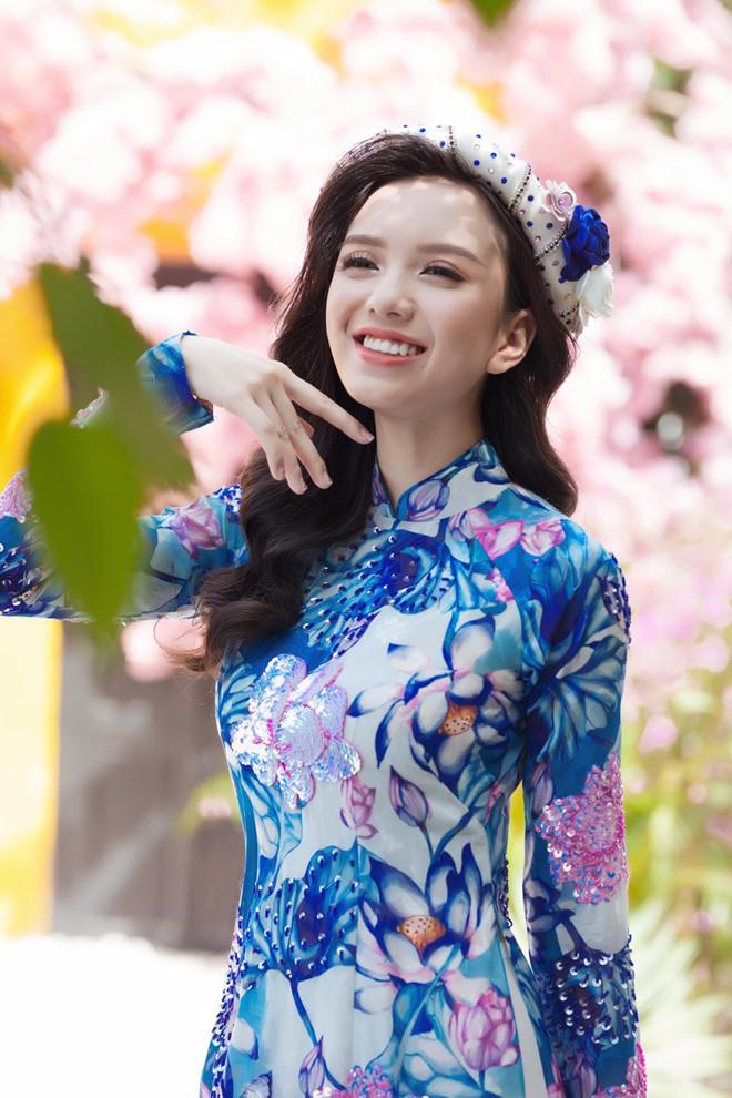 Lung linh trong tà áo dài với cách trang điểm học hỏi từ sao Việt - Ảnh 2