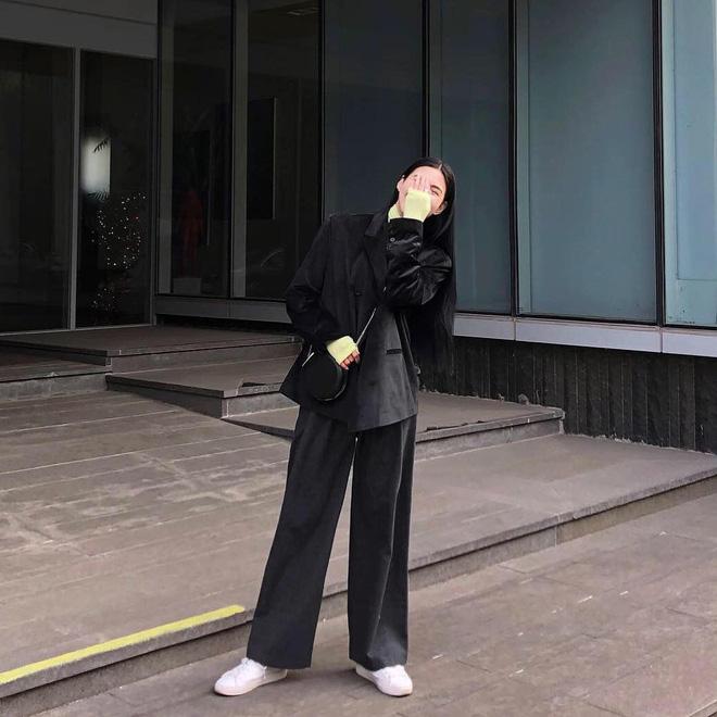 Street style giới trẻ Hàn tuần qua: nữ tính, cá tính, chất chơi 'chiêu' nào cũng có và đều đẹp ngất ngây - Ảnh 1