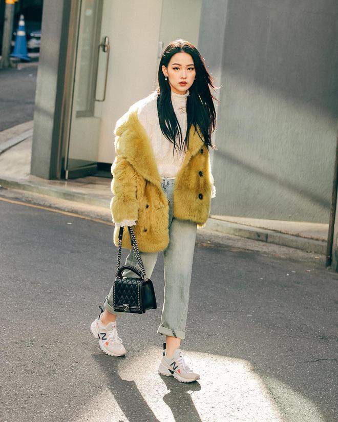Street style giới trẻ Hàn tuần qua: nữ tính, cá tính, chất chơi 'chiêu' nào cũng có và đều đẹp ngất ngây - Ảnh 2