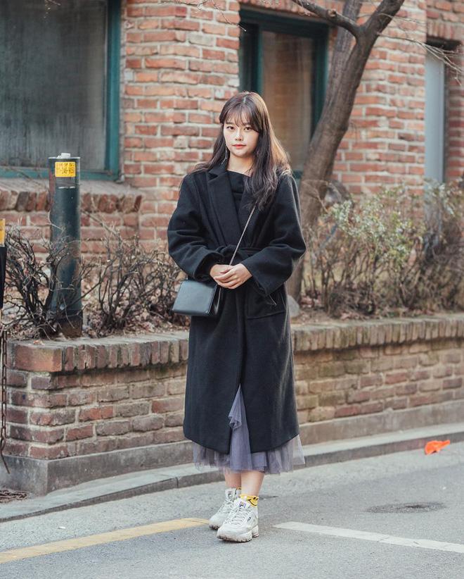 Street style giới trẻ Hàn tuần qua: nữ tính, cá tính, chất chơi 'chiêu' nào cũng có và đều đẹp ngất ngây - Ảnh 4